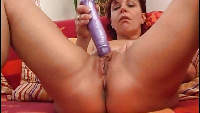 Su porn audio latino amante disfruta masajeando sus pies antes de follarla bien