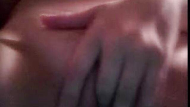 Nena asiática frotando su coño con su juguete latinasxxc sexual tan bueno