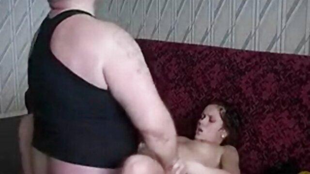 Lolly Ink se mete porno en audio latino gratis los dedos en su húmedo coño rosado y se corre para ti