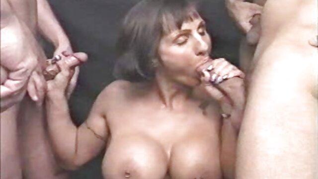¡La cachonda MILF Suzy encontró un nuevo xxx videos audio latino juguete para follar en la cama!