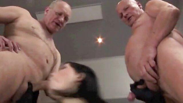 Negra BBW con gigantescas tetas en su videos pornos latin regazo