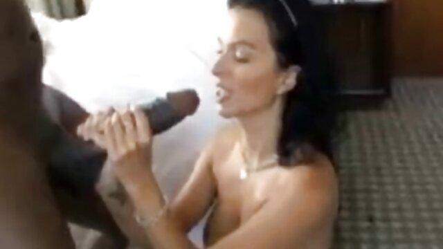 Shackin 'Up After videos gay de bilatinmen Strip Charades video protagonizado por Layla Sin