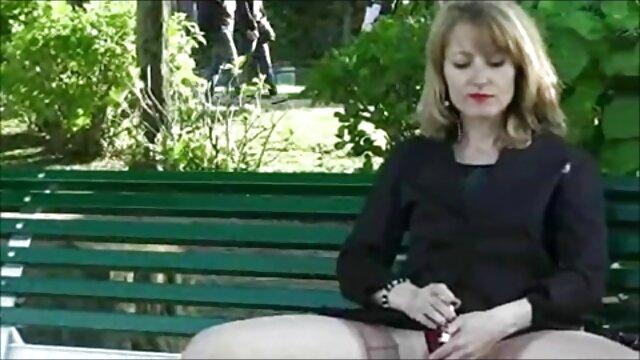 Puta asiática swinger latino xxx cachonda frotando su coño mojado