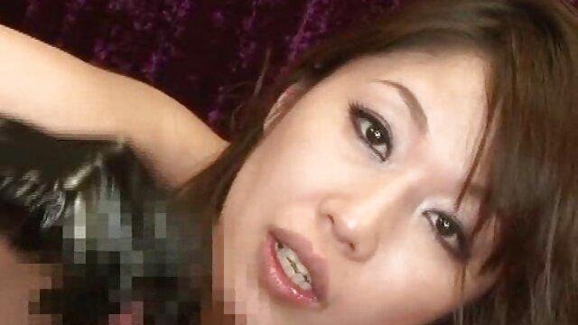 La milf española Musa Libertina se mete el sexo casero latino gratis coño afeitado
