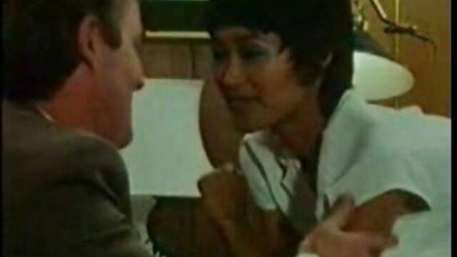 Nena exótica con tetas turgentes es follada por videos gay bilatinmen detrás
