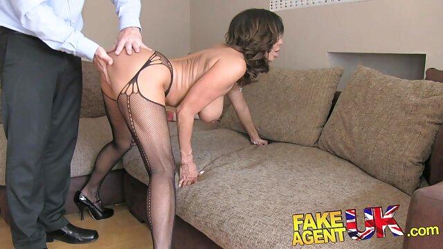 Amber Dawn se da placer a sí ispanas pornos misma vistiendo pantimedias.