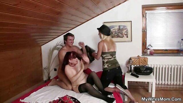 Jugando y upskirting mi juguete de sexogaylatinos niña