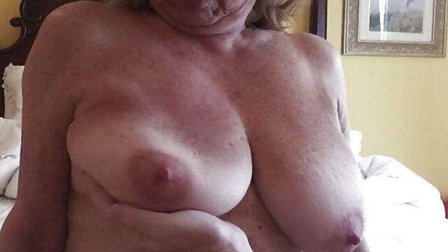 Puta rumana llama a madre latín sex mientras se masturba